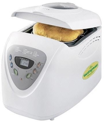 Broodbakmachine met brood van Spelt Meel